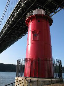 450px-Little_Red_Lighthouse,_Jeffrey's_Hook,_Manhattan,_New_York_-_20081004